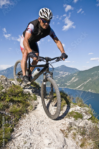 Fotomural Mountain Biking Lake del garda