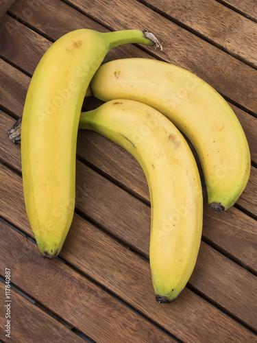 Fototapeta Plátanos sobre tabla de madera obraz na płótnie