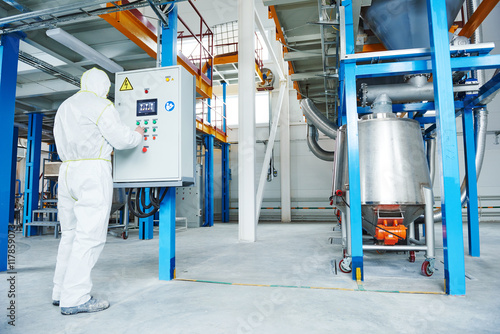Fotografia  chemical industry worker at factory