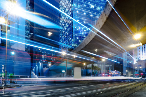Photo  blurred traffic in downtown district,hong kong,china
