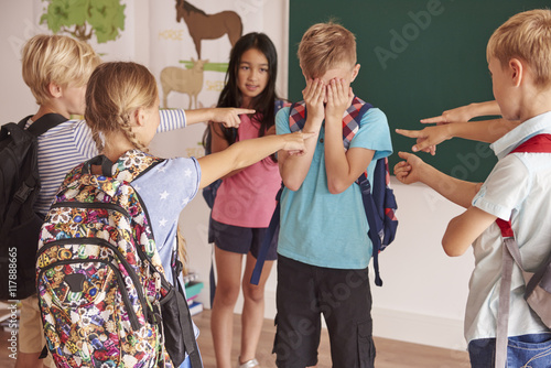 Photo Kids laughing at their classmate