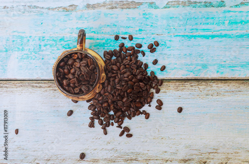 Photo  Roasted coffee beans and a cup