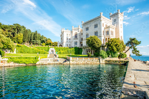 Foto  View on Miramare castle on the gulf of Trieste on northeastern Italy
