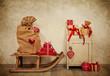 Weihnachtsgeschenke in rot weiß kariert im Antik Look als Dekoration