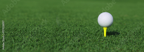 golf ball on a tee Fototapeta