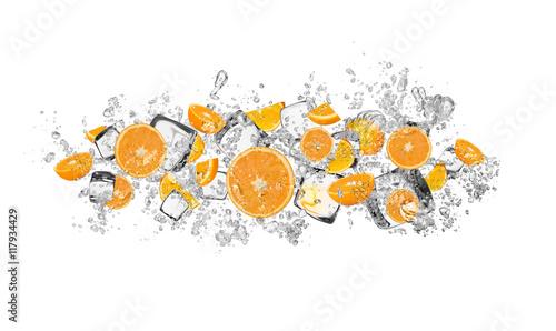 Fototapeta owoce w wodzie owoce-pomarancza-w-wodzie
