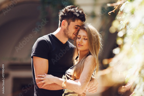 Fotografía  A moment of peace between young couple hugging each other in the