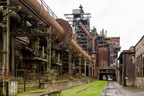 Papiers peints Les vieux bâtiments abandonnés Old industry buildings at the Landschaftspark Duisburg
