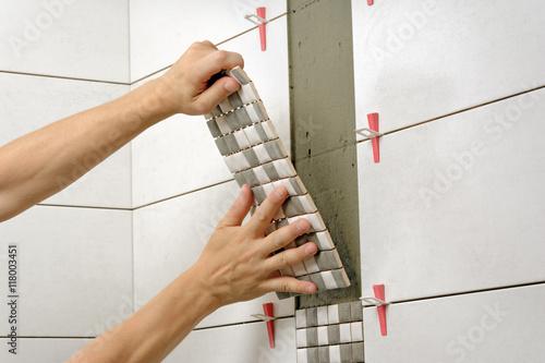 Fotografía  Remont łazienki, układanie płytek mozaiki