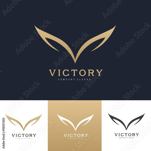 Fototapeta premium Logo skrzydeł, logo skrzydła orła, symbol ptaka, logo wolności, logo Sport, szablon logo wektor.