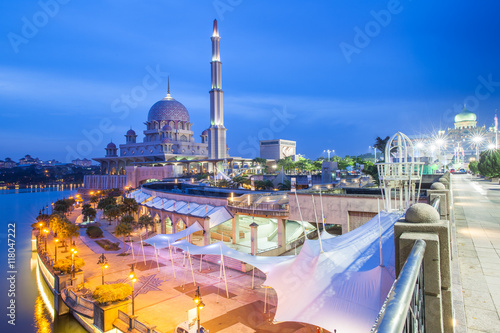 Photo Stands Kuala Lumpur Putra Mosque, Putrajaya, Malaysia