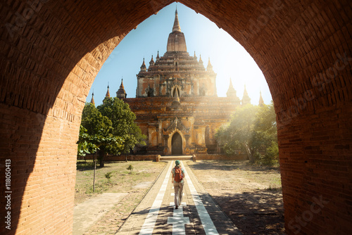 Photo Traveler walking along road to Htilominlo temple in Bagan. Burma