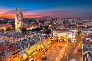 Zagreb Hrvatska u zalasku sunca. Pogled odozgo na Trg bana Jelačića