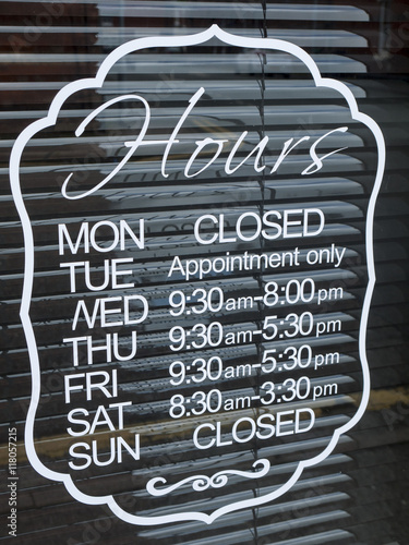 Shop opening hours Tablou Canvas