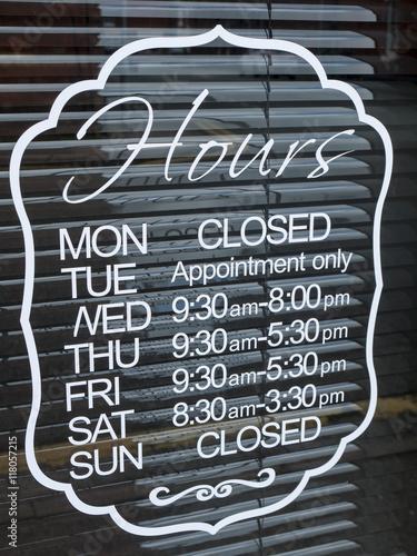 Fényképezés  Shop opening hours