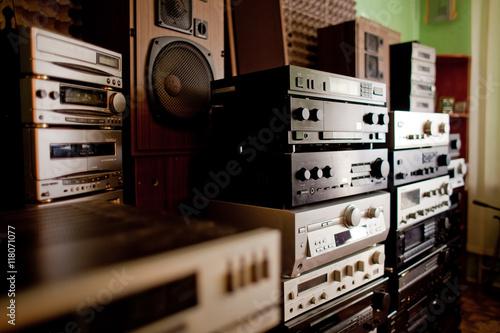 Fotografía  Old hi-fi receivers and tape deck recorders