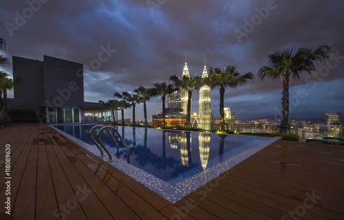 Photo  Swimming pool on roof top Kuala lumpur, malaysia