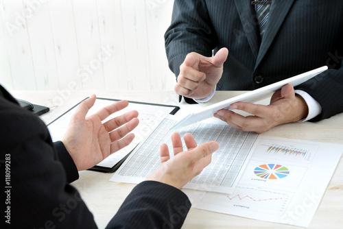 Fotografía  ビジネスイメージ―タブレットを用いた会議風景