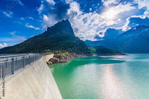 Foto auf Gartenposter Reflexion Dam at Lake Emosson near Chamonix (France) and Finhaut (Switzerland)
