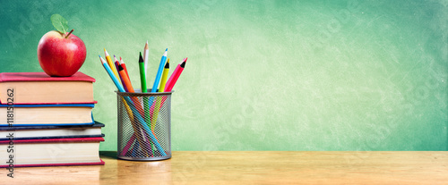 Fotografía  Apple On Stack Of Books With Pencils And Blank Chalkboard - Back To School