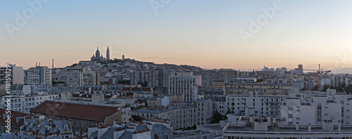 Photo  panorama view in the evening of the Sacre Coeur in Montmartre Paris France