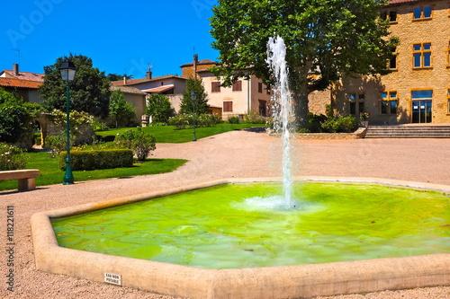 Spoed Foto op Canvas Fontaine arnas beaujolais fontaine