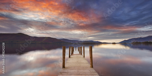 Foto Flooded jetty in Derwent Water, Lake District, England