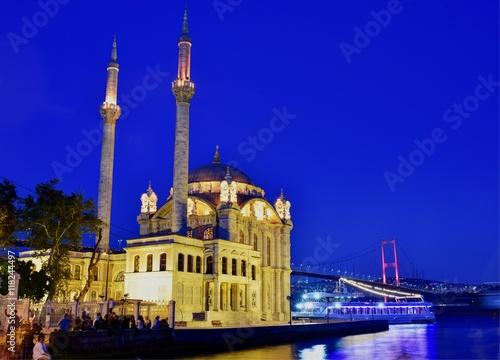 Stampa su Tela  Ortakoy Mosque, Istanbul: view on mosque and Bosphorus bridge