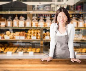 ženska vlasnica poduzeća s pozadinom pekarnice