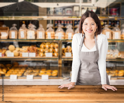 Poster Bakkerij female business owner with bakery shop background