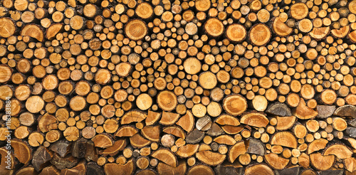 Fototapeta BACKGROUND OF DRY CHOPPED FIRE WOOD LOGS IN A PILE