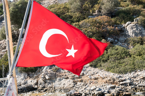 Photo  Turkish flag on the rock mountain island background