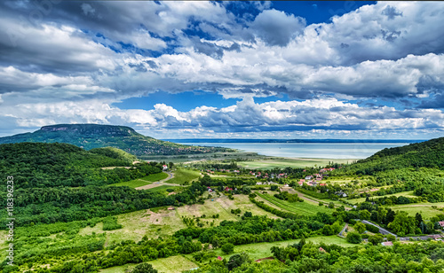 Fotografia  Badacsony Hill with the Lake Balaton