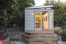 Modern Artist Studio - Guest H...