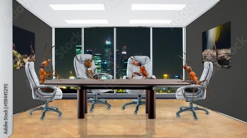 Obraz na płótnie Mrówki w biurze siedzą przy stole negocjacyjnym. Pojęcie pracy zespołowej, synergii, biznesu, budownictwa