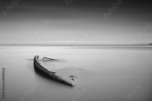 Spoed Foto op Canvas Schipbreuk An old fisherman wrecked boat abandoned stand on beach.