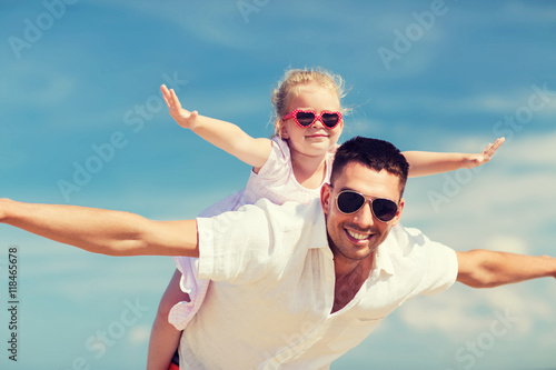 Photo  happy family having fun over blue sky background