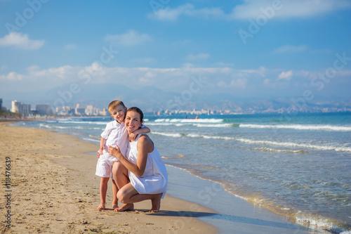 Foto op Aluminium Ontspanning Family has fun at the seashore in summertime