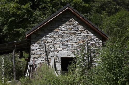 Case Di Montagna In Pietra : Case di pietra e legno great case in pietra e legno with case di