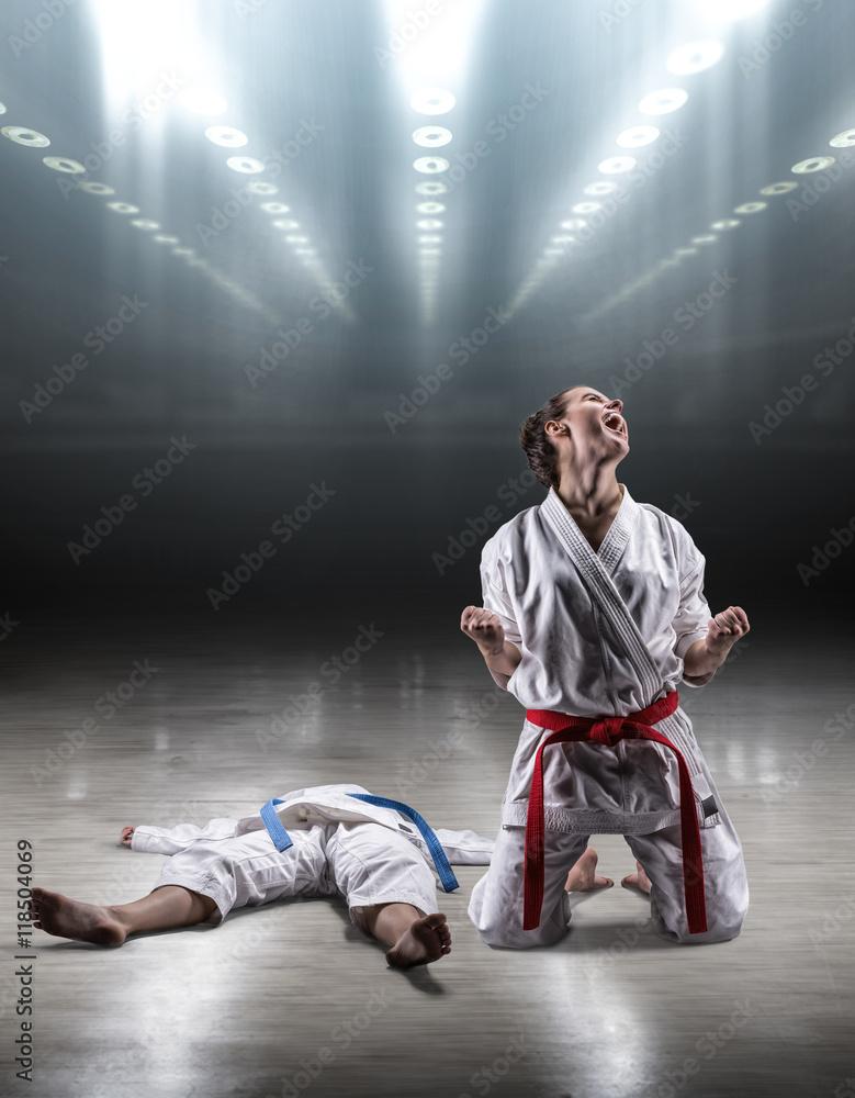 все видео девушки в кимоно борются потому, что