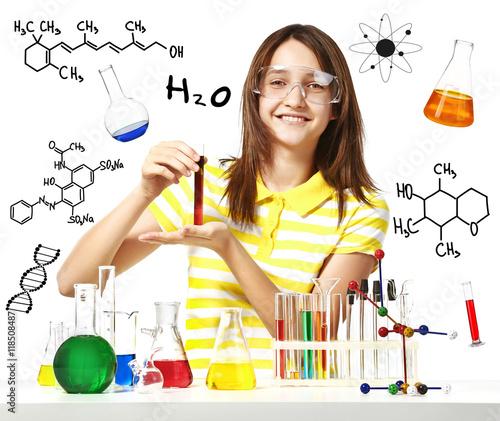 dziewczynka-w-laboratorium