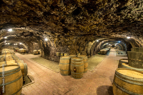beczki-z-winem-w-starej-winiar