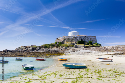 Tuinposter Vestingwerk Fort grey, built in 1804 to defend the west coast of Guernsey.