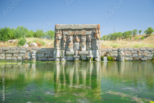 Foto op Plexiglas Artistiek mon. hitit su havuzu & pınar anıtı