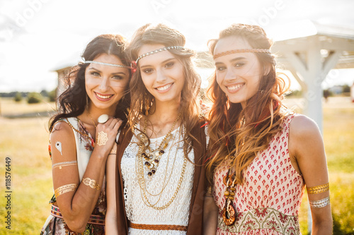 фотография Three cute beautiful hippie girl in the setting sun, outdoors, the best of frien