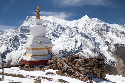 Fototapeta Stupa at Kicho Tal, Annapurna Circuit, Manang, Nepal
