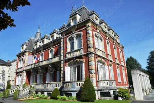 Fotografie, Obraz  Petit château, hôtel de ville & ciel bleu à Lourdes