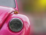 różowy samochód zabytkowy reflektor - 118633015