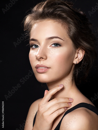 Close up woman face with beautiful eyes and perfect skin on black background Fototapete
