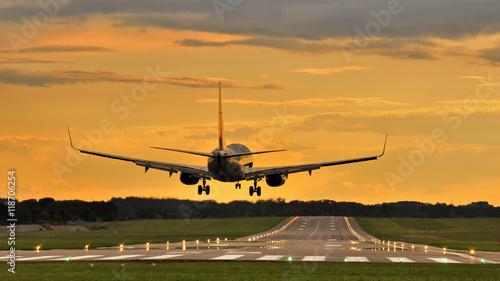 Zdjęcie XXL Lądowanie o zachodzie
